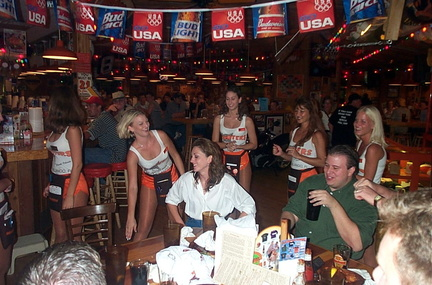 Hooters0923000010